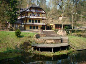 Schloss-Wolfsbrunnen
